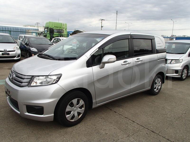 Honda Freed Spike (2011) Минивэн, Бензин 15 л